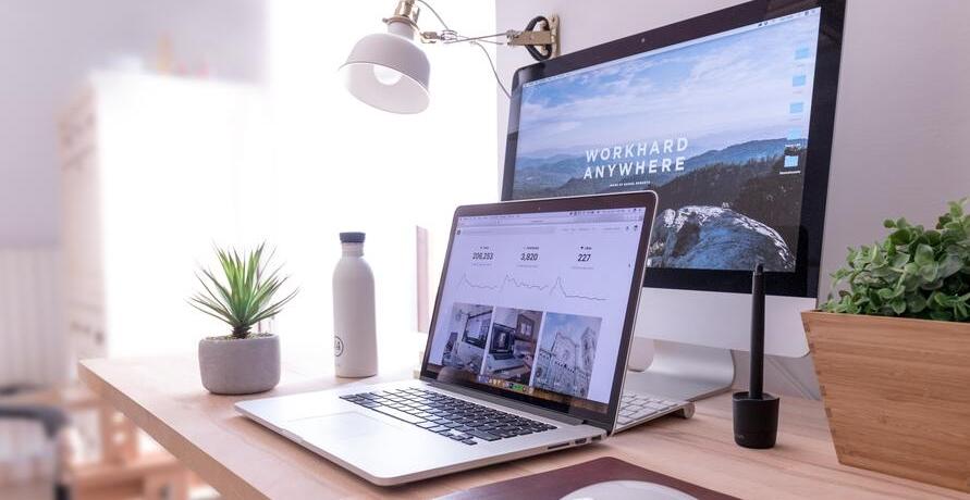 Büro einrichten: Eine Checkliste für Selbstständige & Gründer