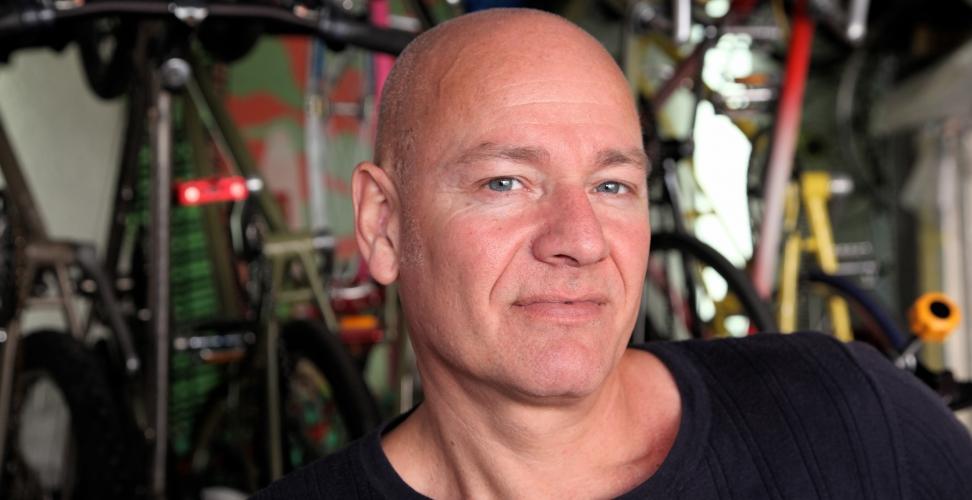 Ein Künstler verkauft restaurierte Fahrräder und macht daraus ein Business