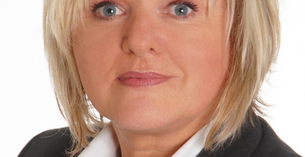"""""""Wir suchen häufig Mitarbeiter mit Mehrfachqualifikationen oder spezifischen Kenntnissen"""", Karin Hackenberg, Personalreferentin bei IBC SOLAR"""